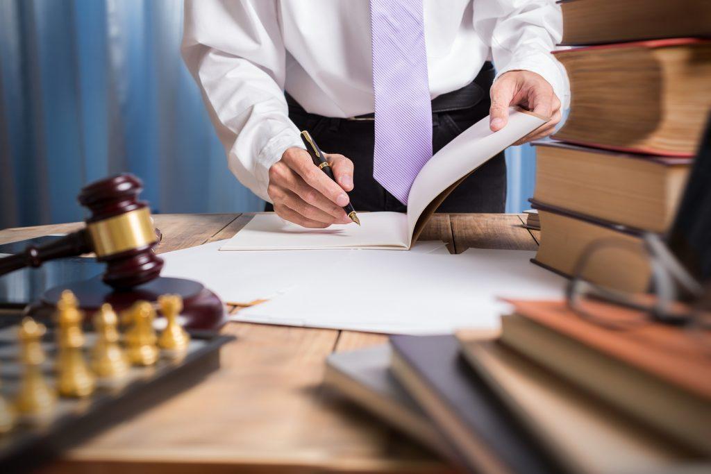 адвокат обращает внимание на детали