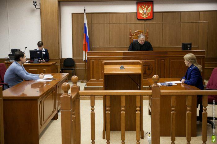 судья рассматривает заявление