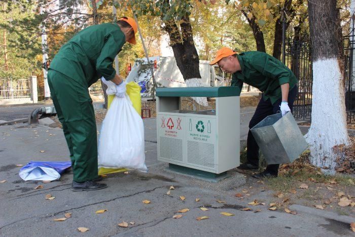 сбор мусора по улицам и из урн