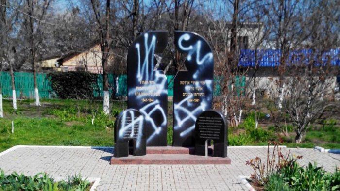 осквернение памятников