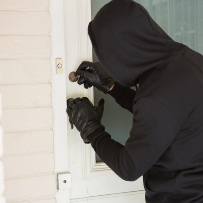 грабеж с проникновением в жилище